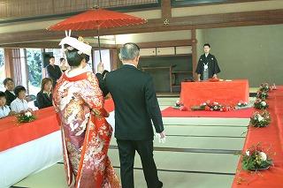 玉藻・人前式相相傘入場.jpg